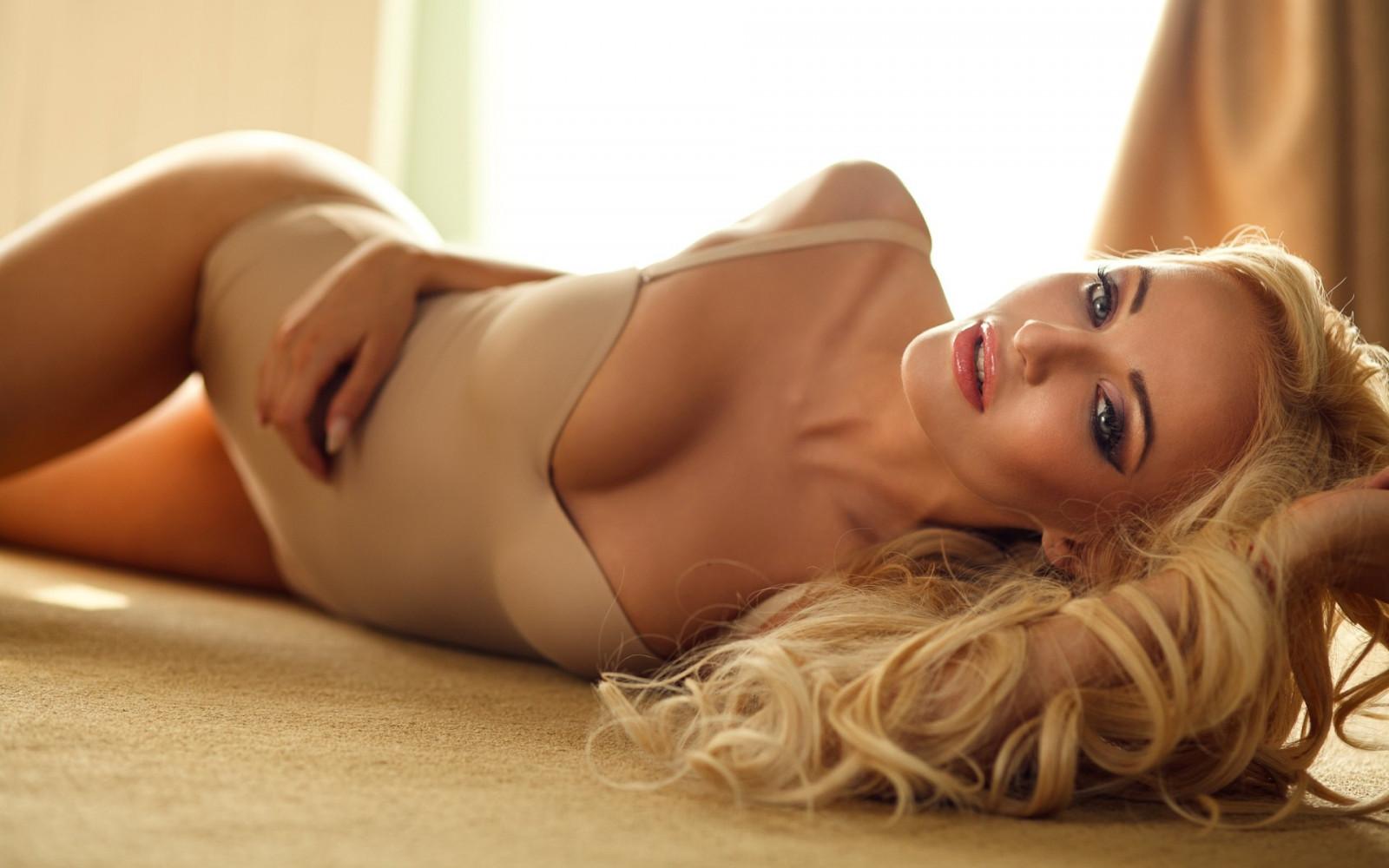 seksualnie-blondinki-smotret-foto