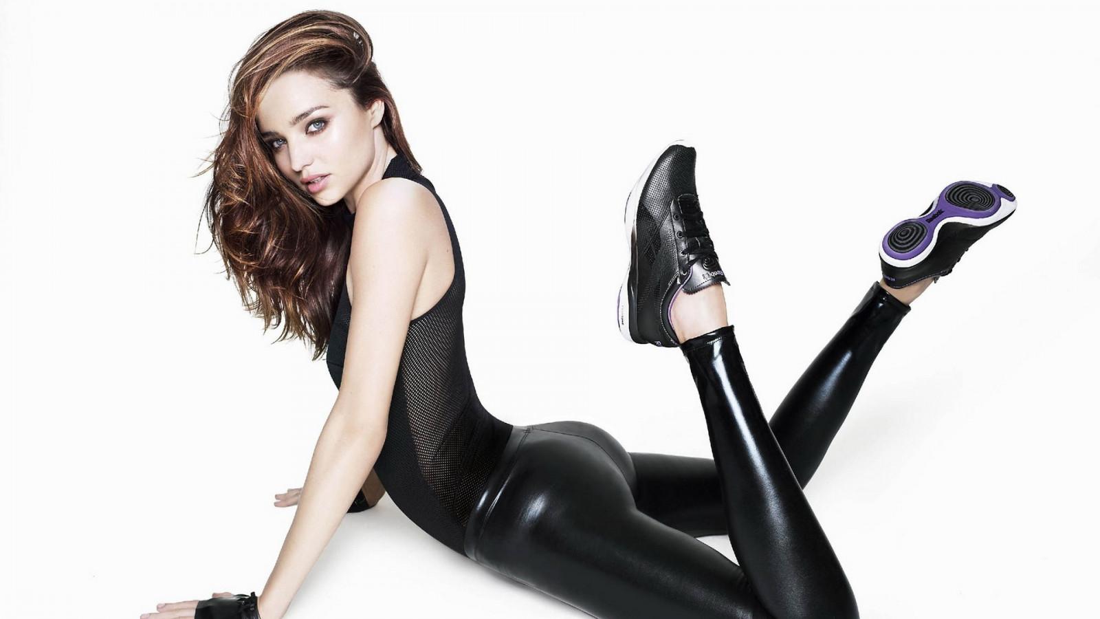 https://c.wallhere.com/photos/98/88/Miranda_Kerr_model_women_leather_leather_pants-154563.jpg!d