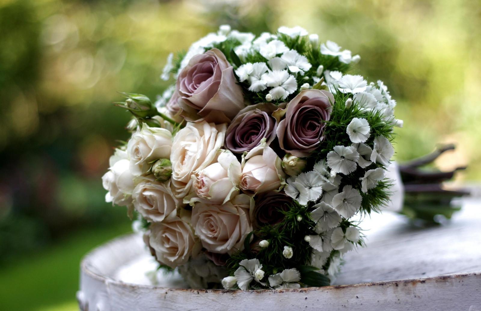 Цветы оптом, изумительные букеты цветов на фото