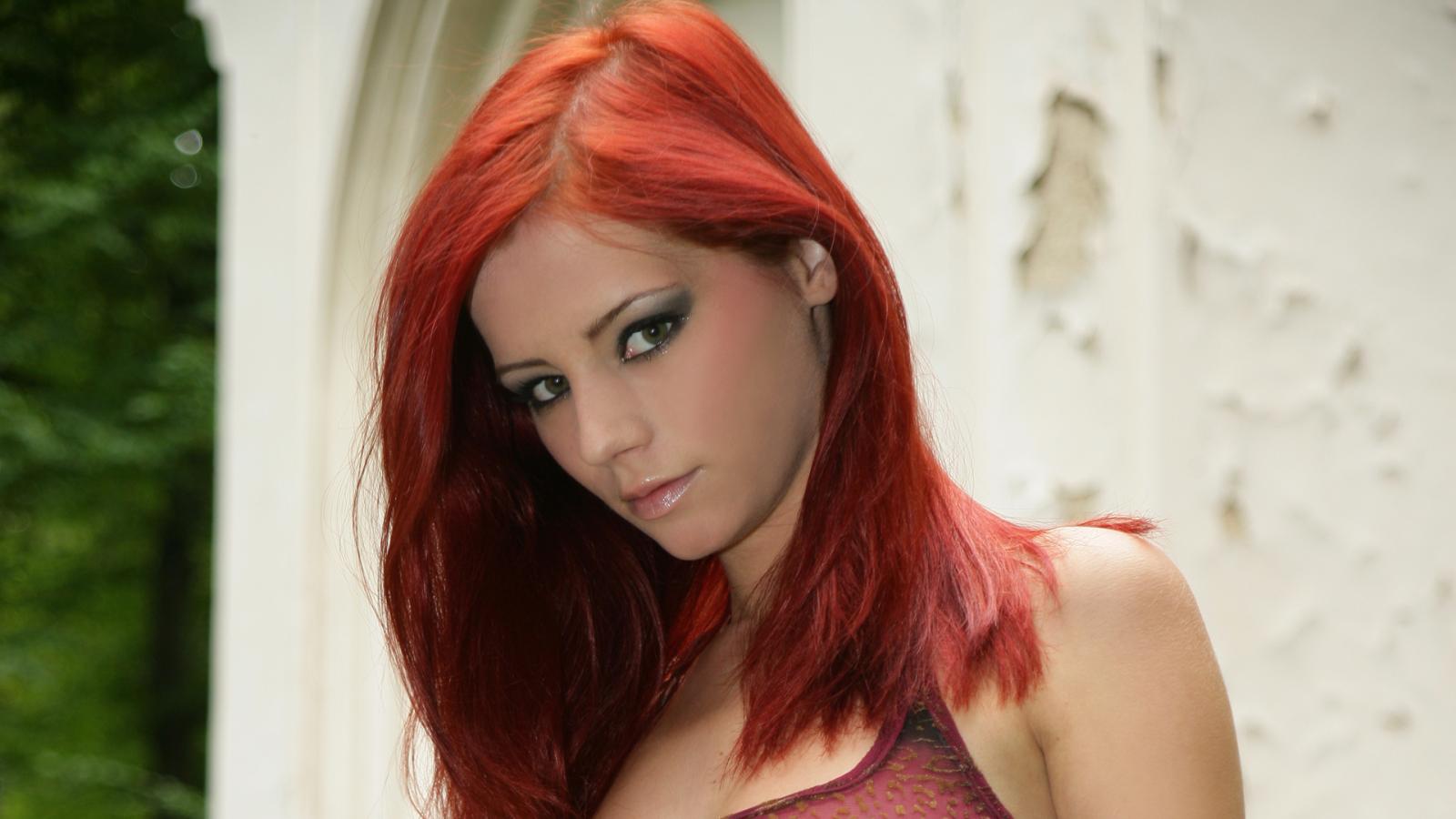 Замечательные фото рыжей чертовки Ariel