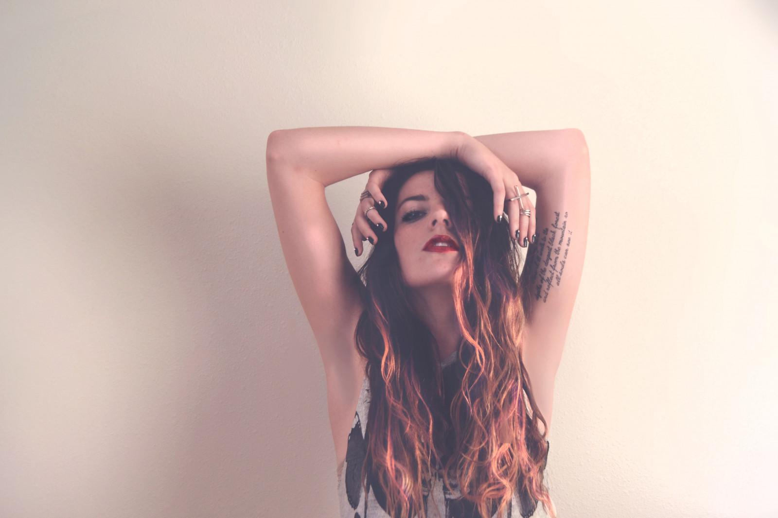 Hintergrundbilder Modell Porträt Hände Lange Haare