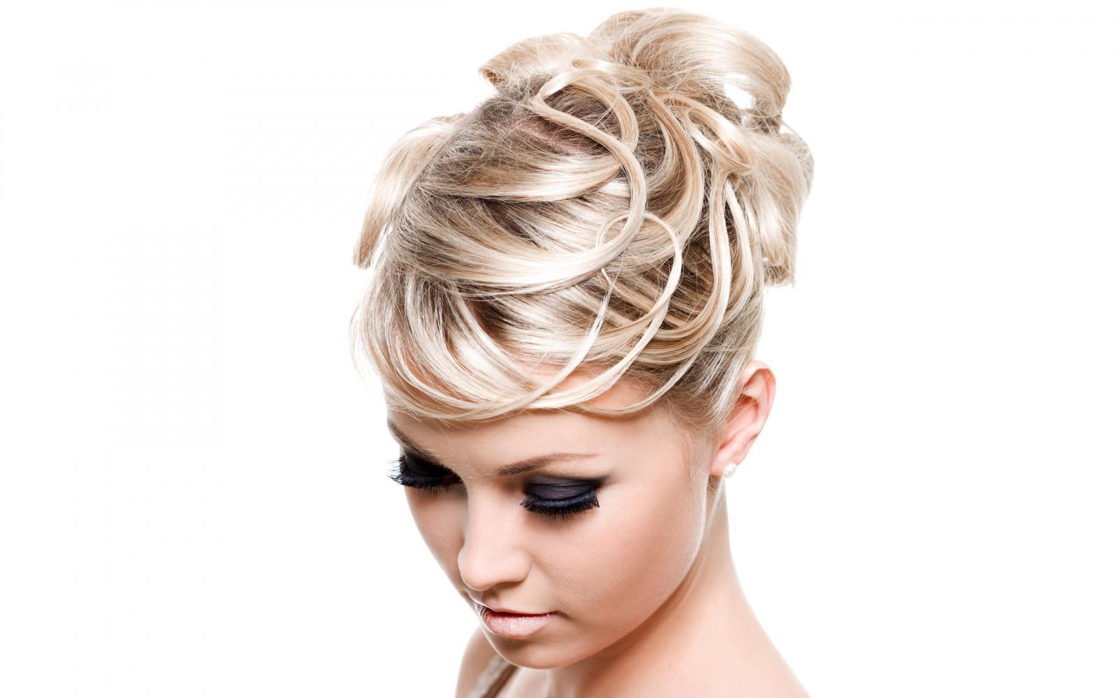 Современные причёски для девушек фото