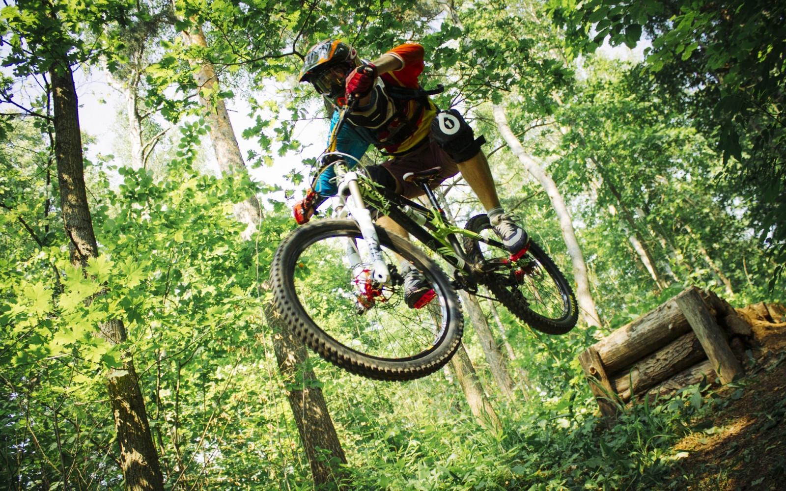 Fond d'écran : des sports, véhicule, casque, vélo de montagne, cyclisme, VTT en descente, Piste ...