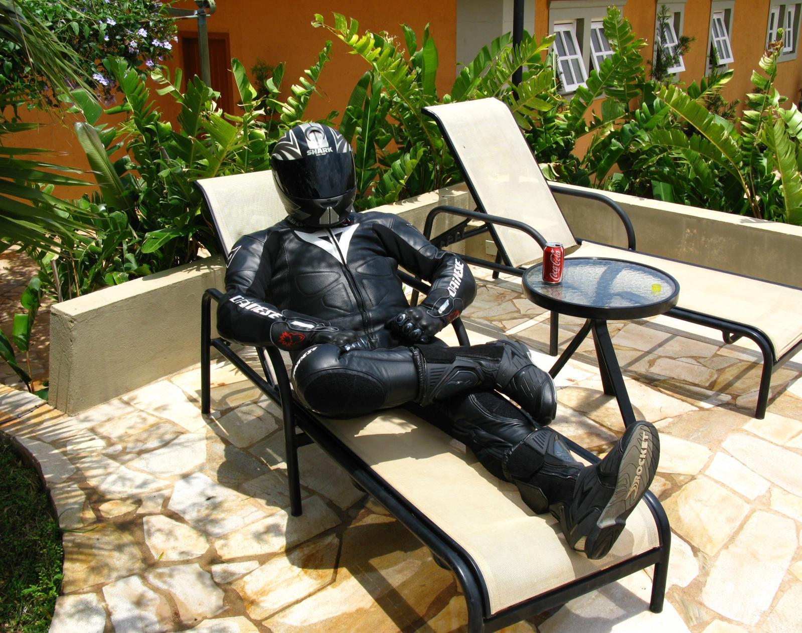 Fondos de pantalla : jardín, tiburón, motocicleta, guantes, casco ...