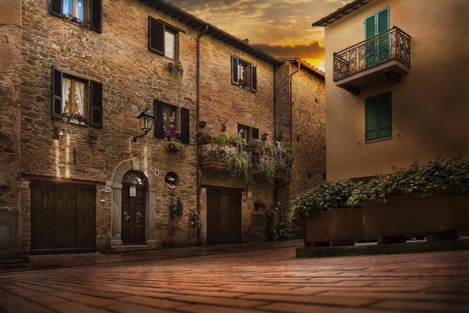 Дом в цветах италия фото