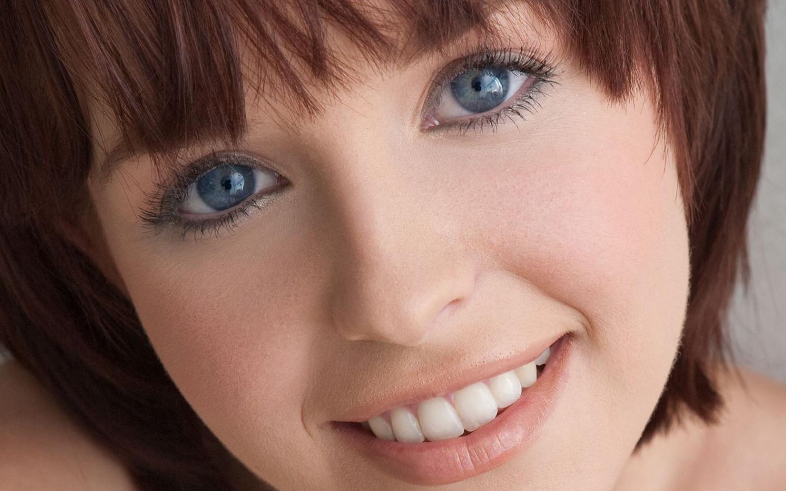Sfondi : 1680x1050 px, frangia, occhi blu, avvicinamento ...