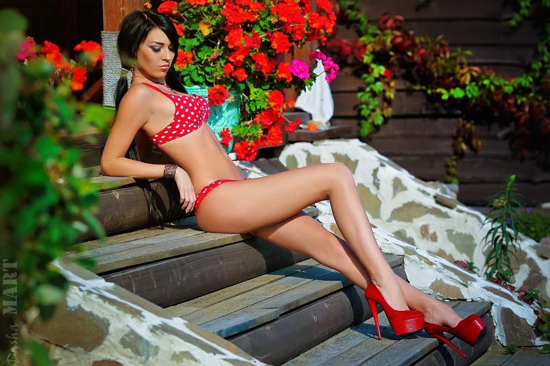 sex-girls-in-bikinis-and-high-heels-male