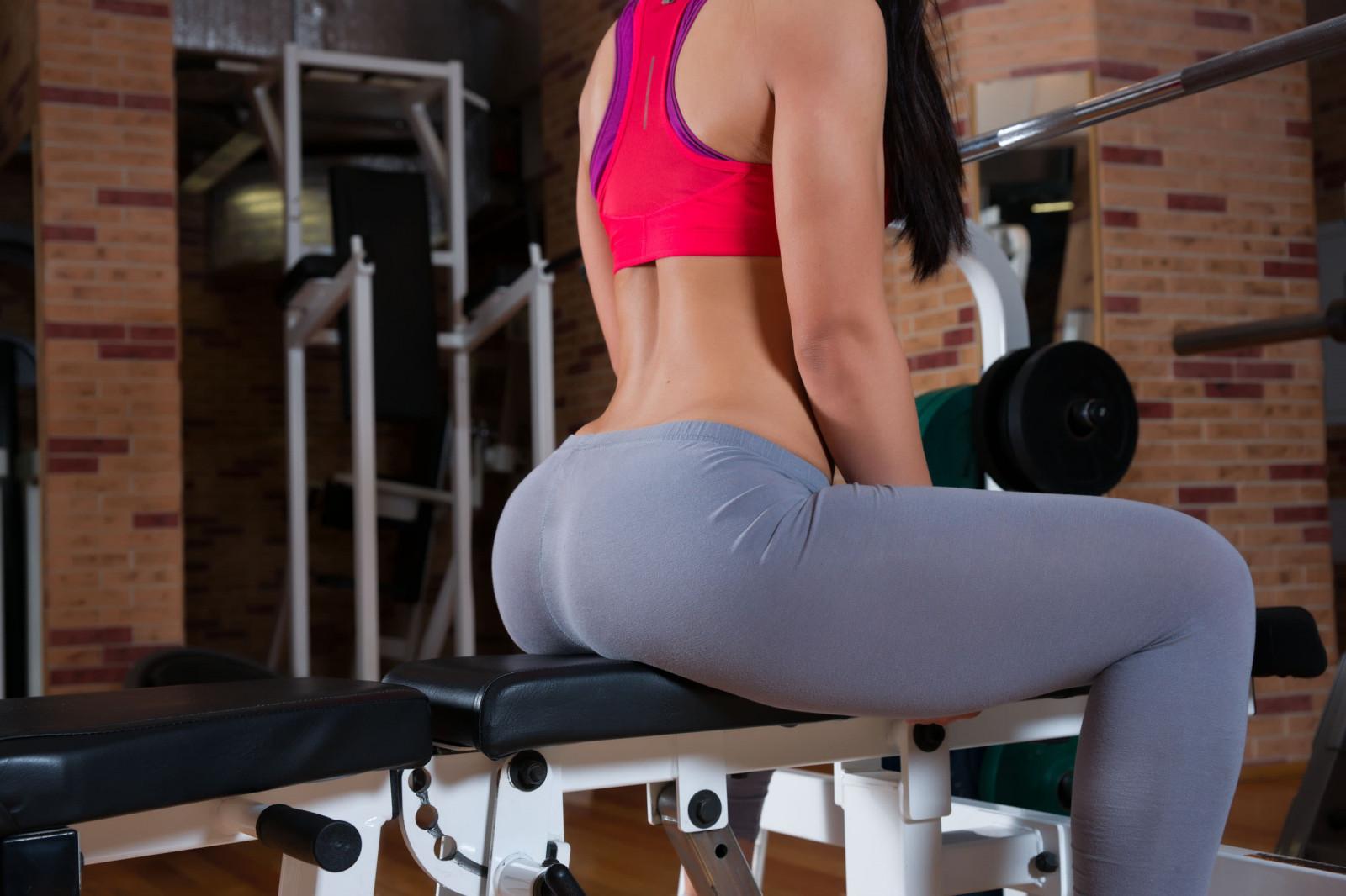 Девушки в фитнес клубах вид с сзади