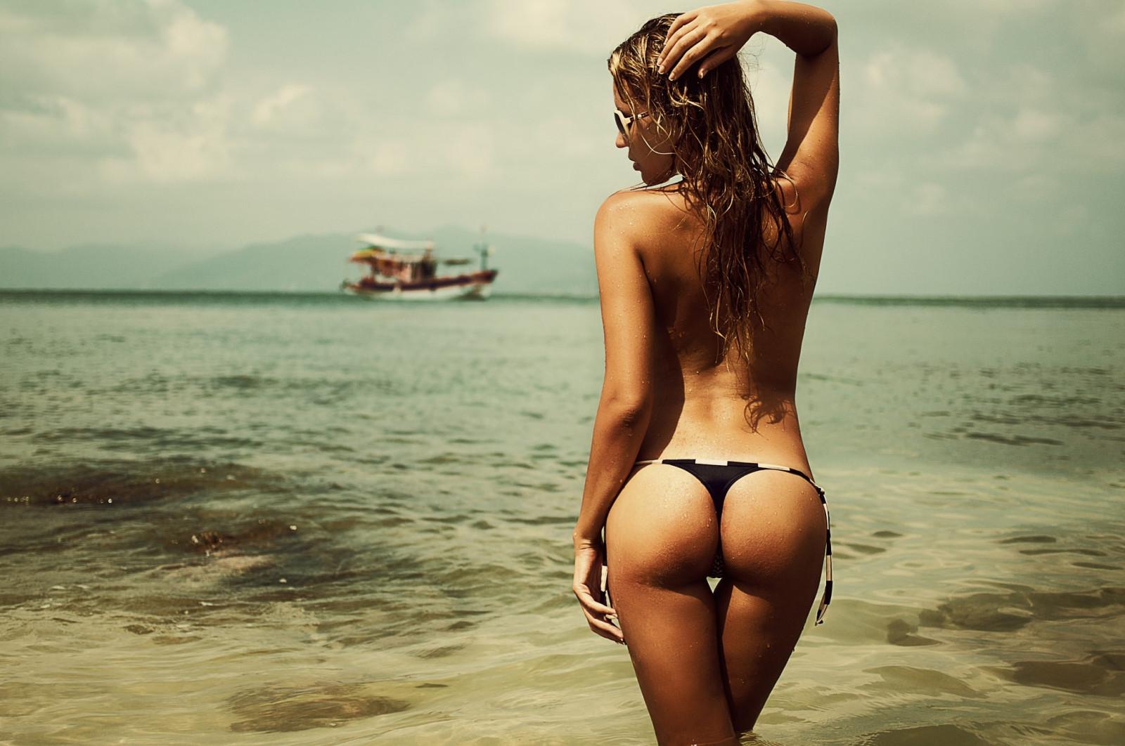 Beautiful nude amateur wife