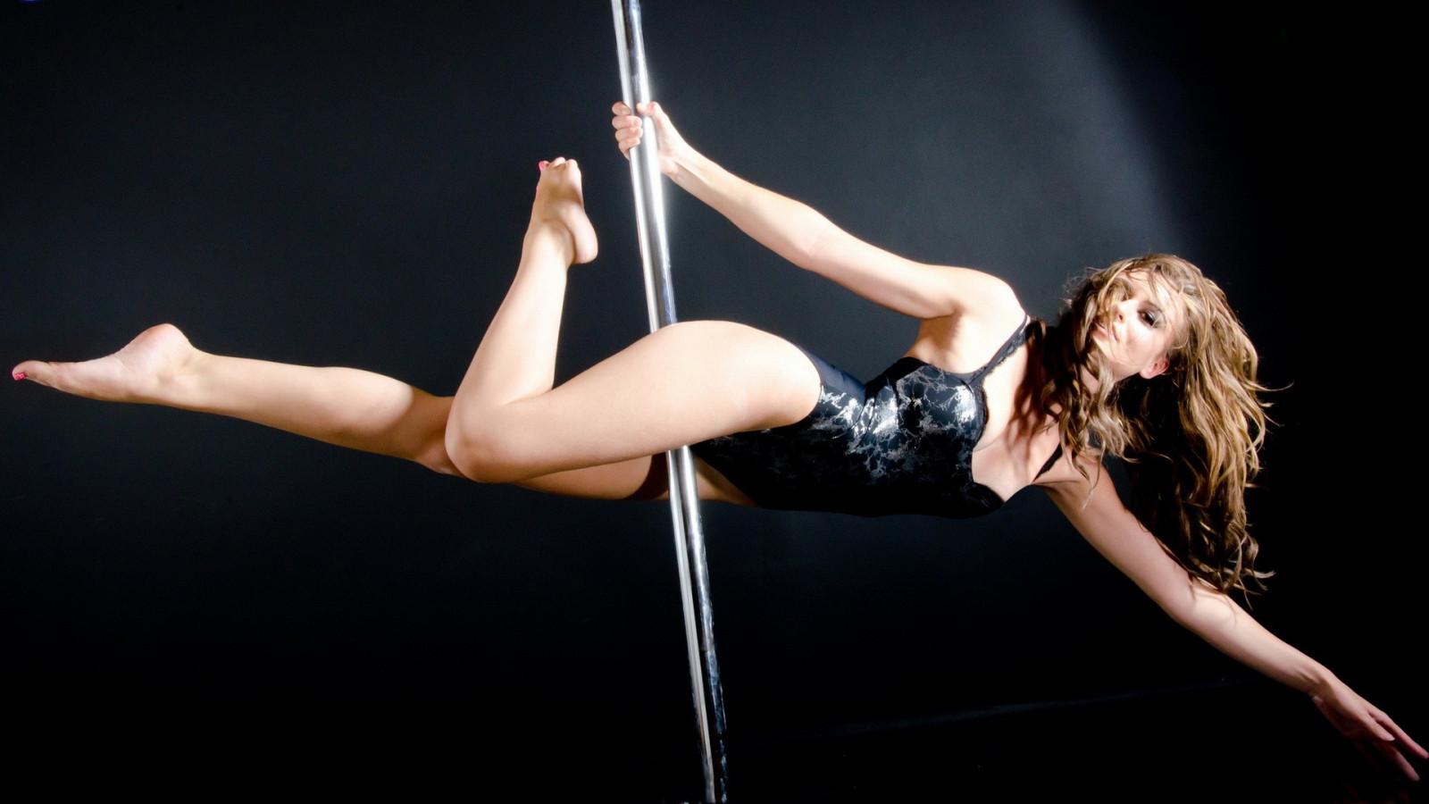 hot-pole-dancing-women
