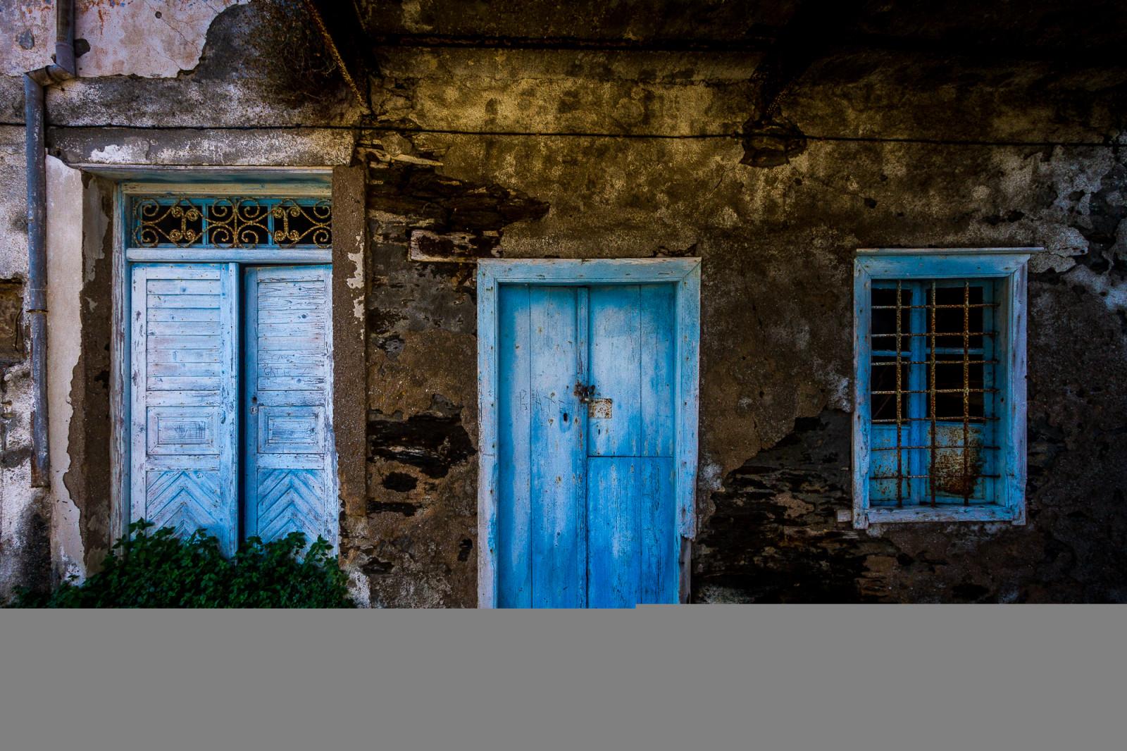 Fond d 39 cran color fen tre mur maison bleu grec for Fenetre urbaine
