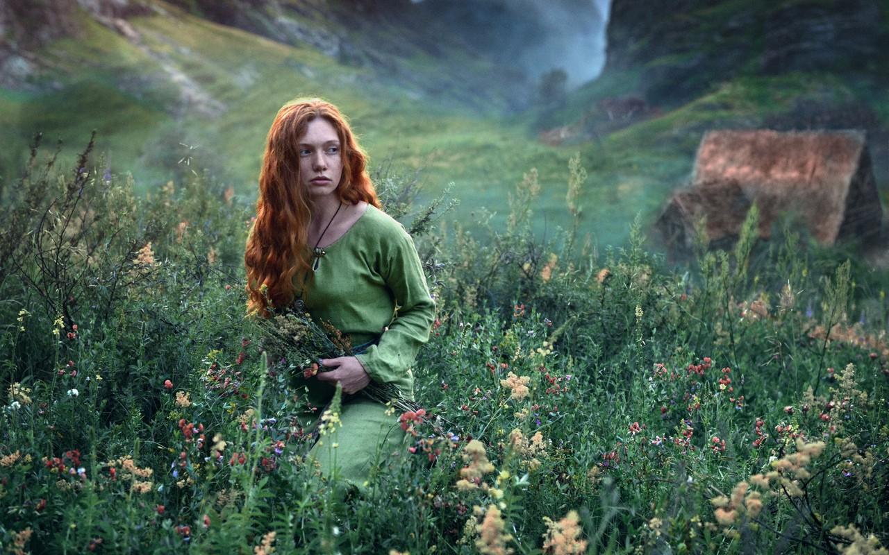 Imagini De Fundal Pădure Munţi Femei în Aer Liber Roscata