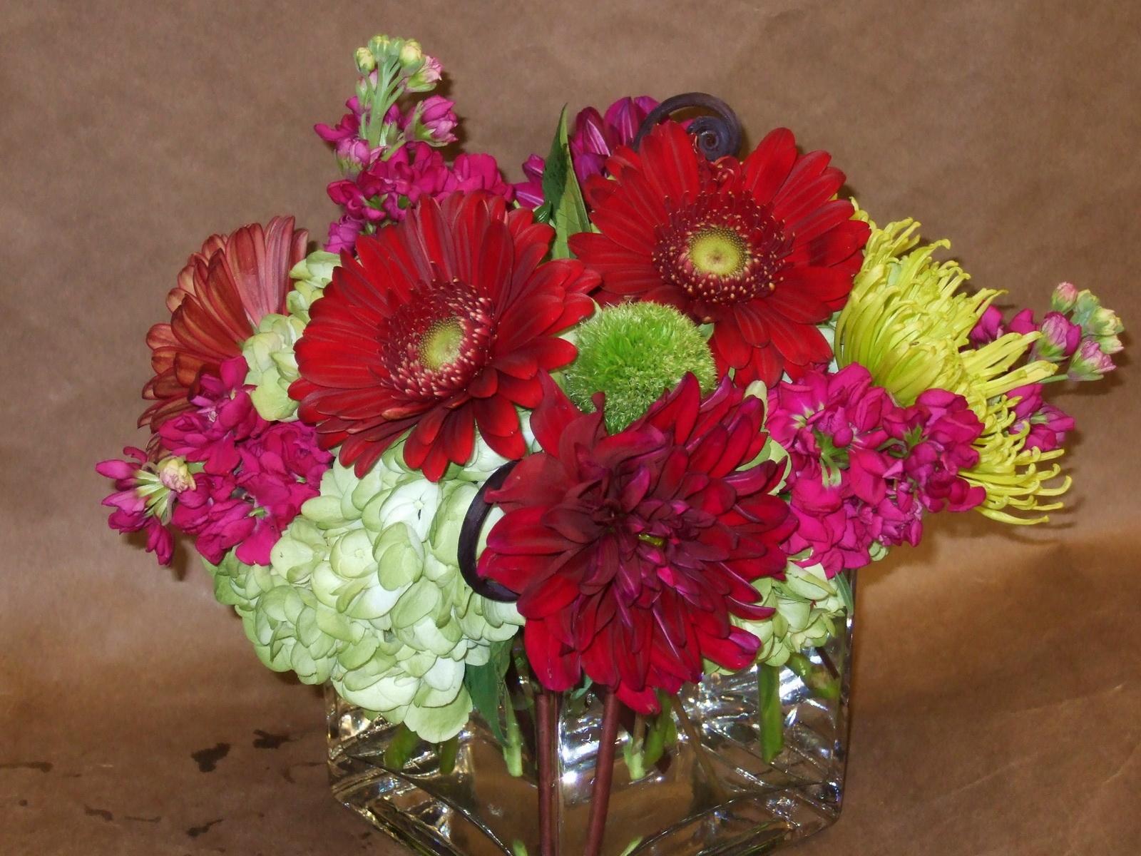взрослые букеты хризантем в вазе фото своему значению