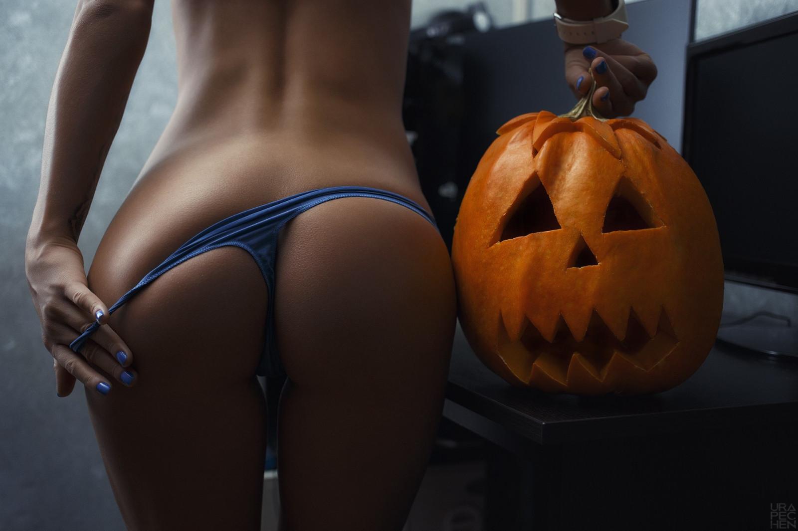 slag-naked-halloween-booty