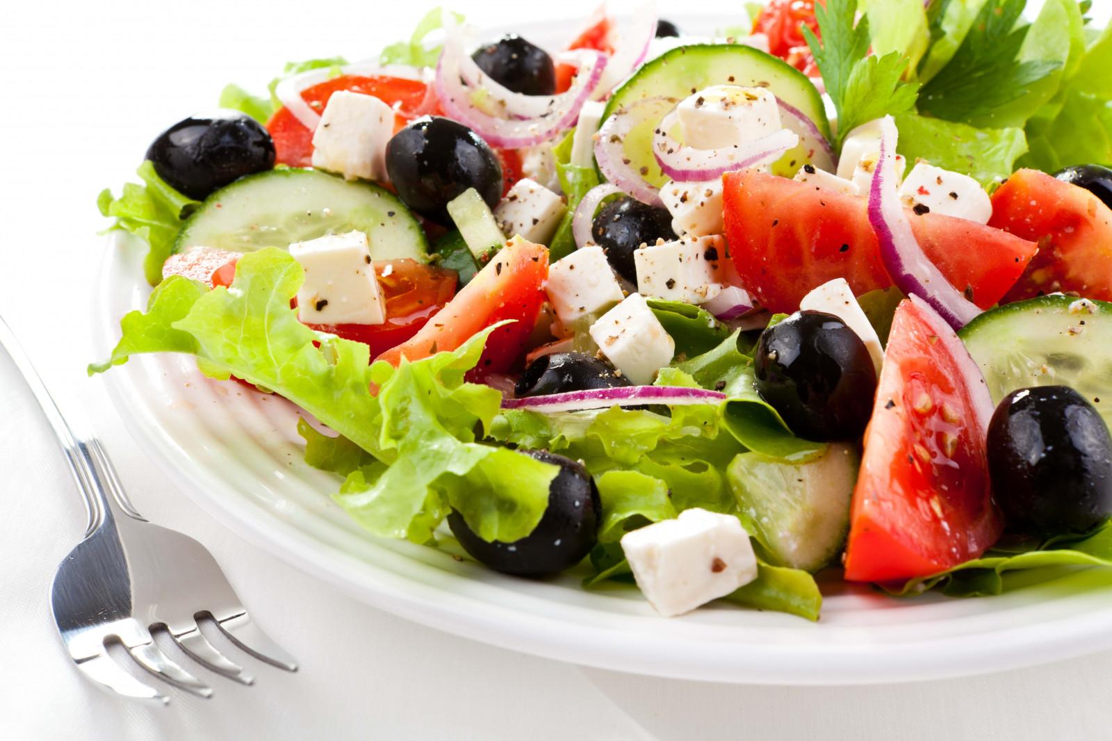 Как красиво подать греческий салат