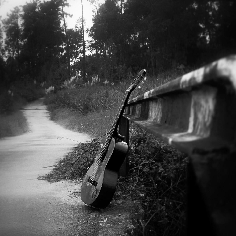 квартире картинки дождь под гитару два