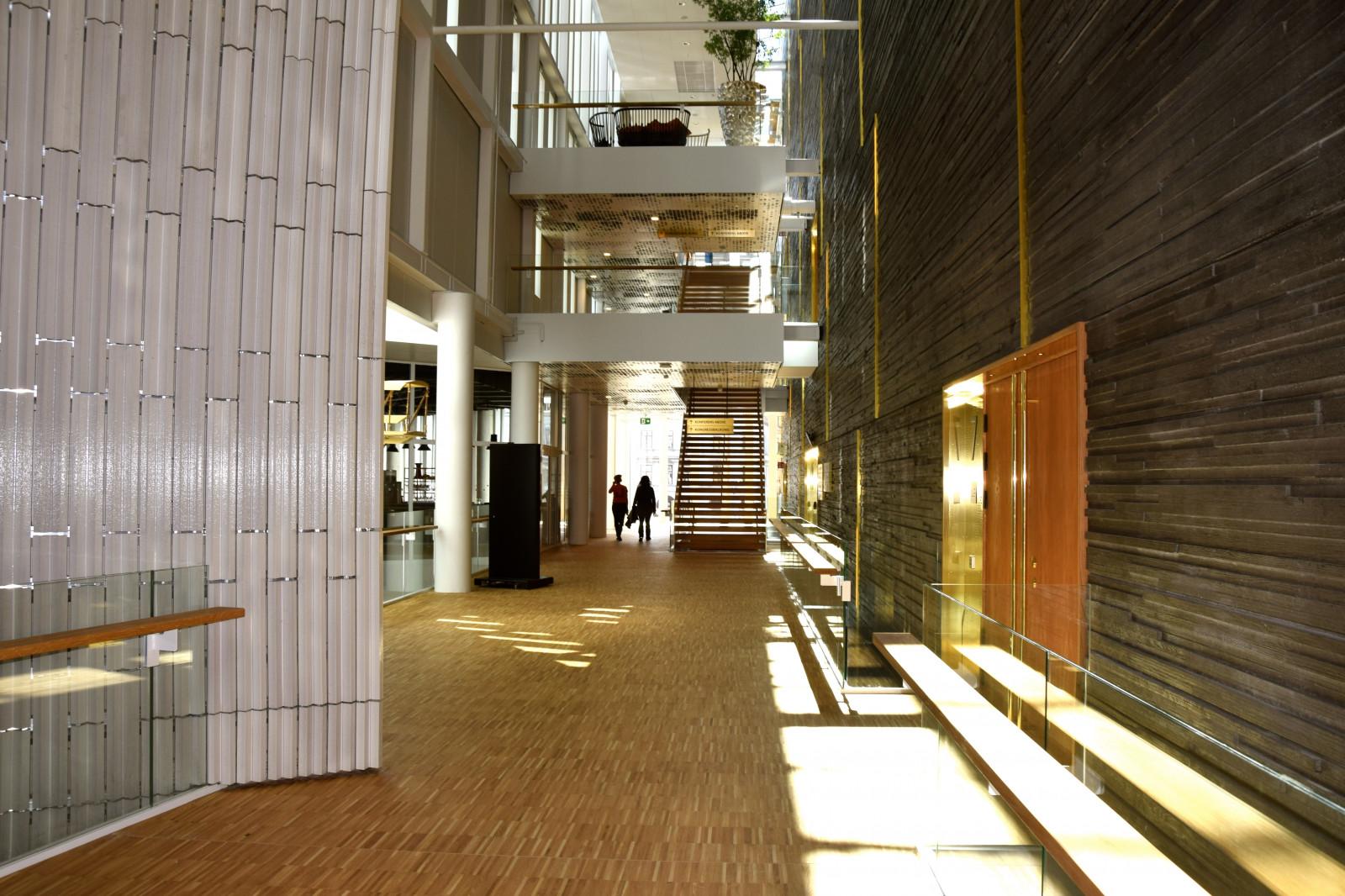 Hintergrundbilder die architektur himmel holz haus for Halle innenarchitektur