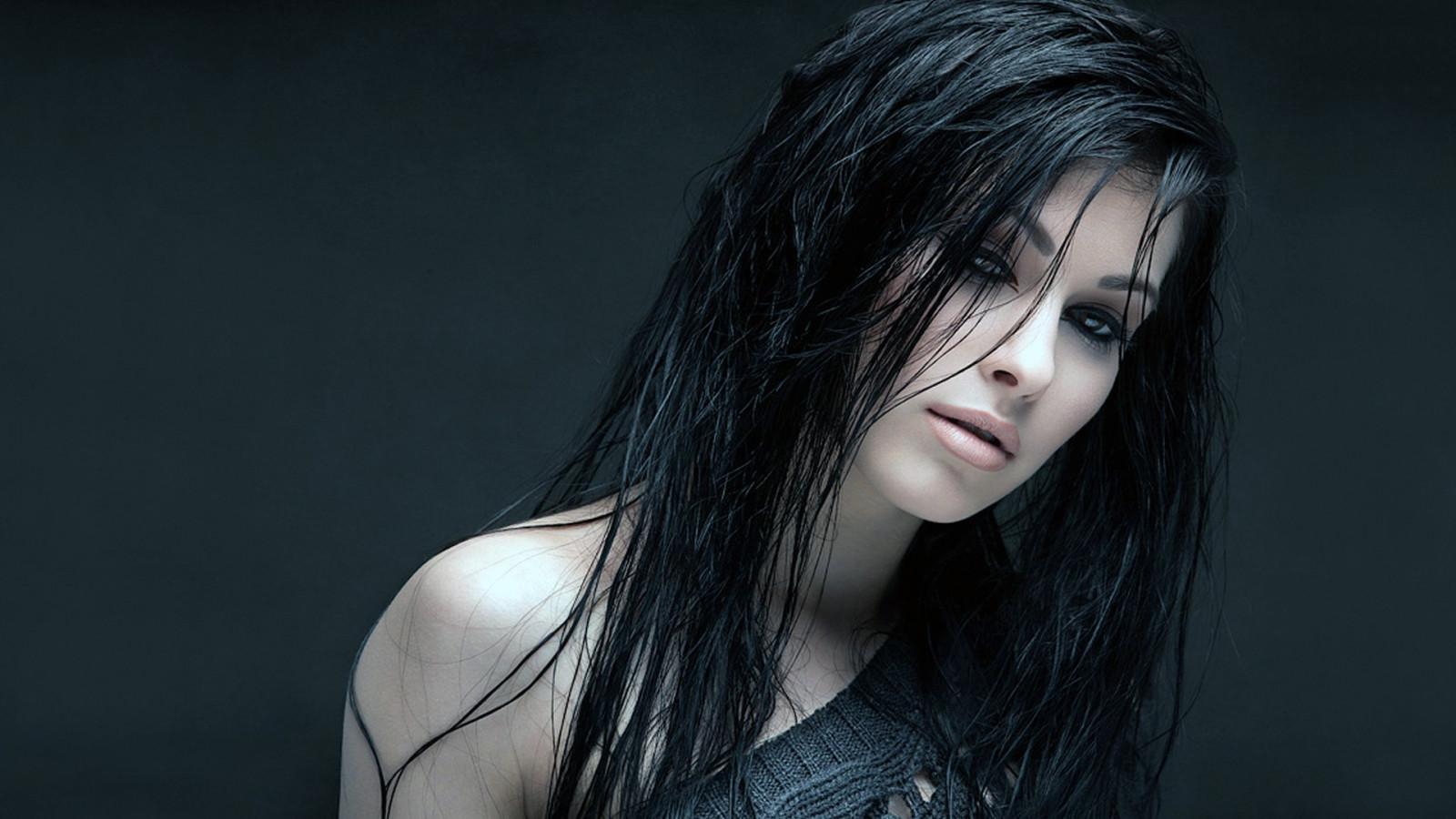 Красивые девушек брюнеток черно белые на аву в