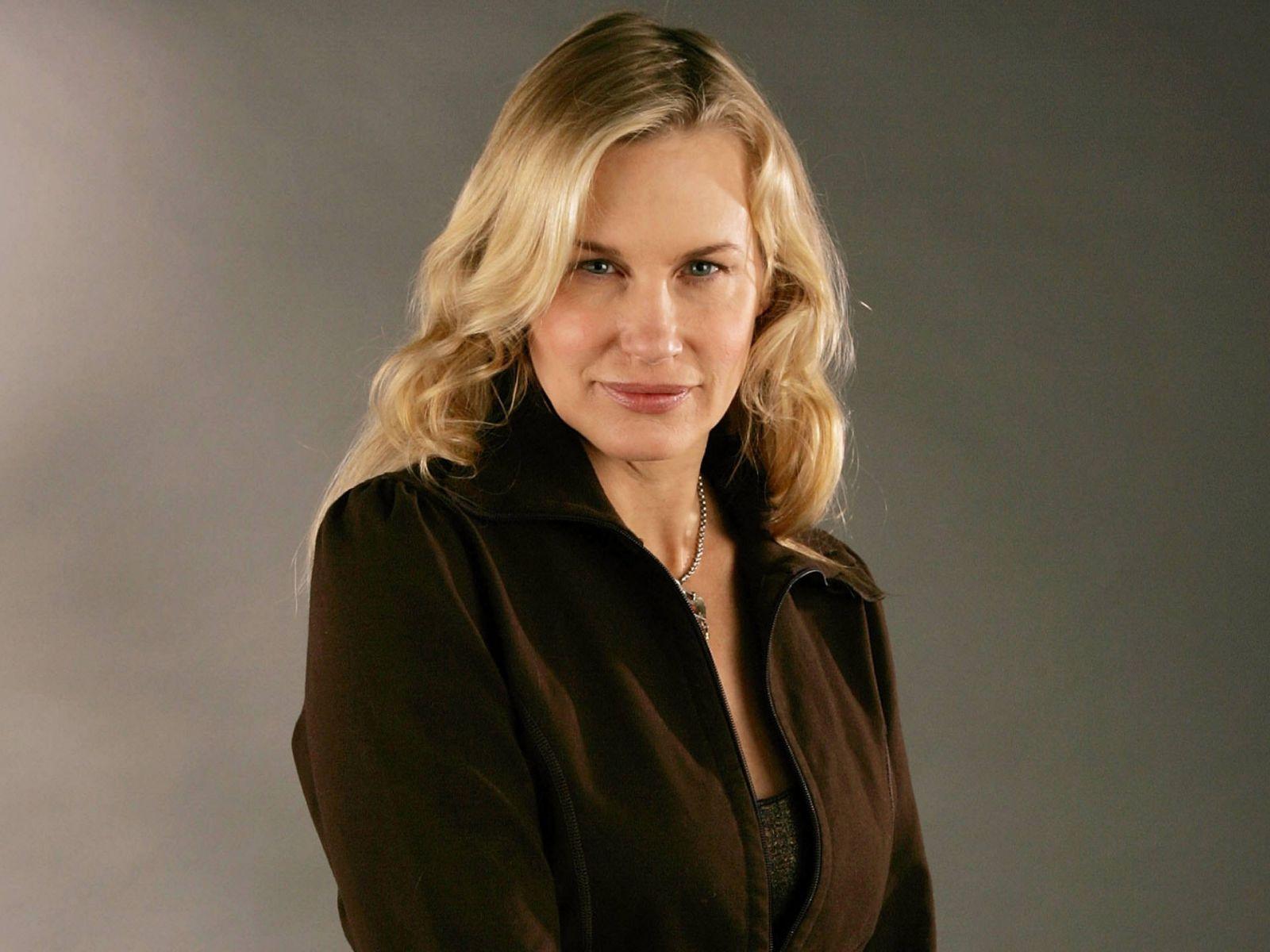Daryl Hannah est une actrice américaine née le 3 décembre 1960 à Chicago en Illinois Elle est surtout connue pour son rôle de Madison la sirène de Splash