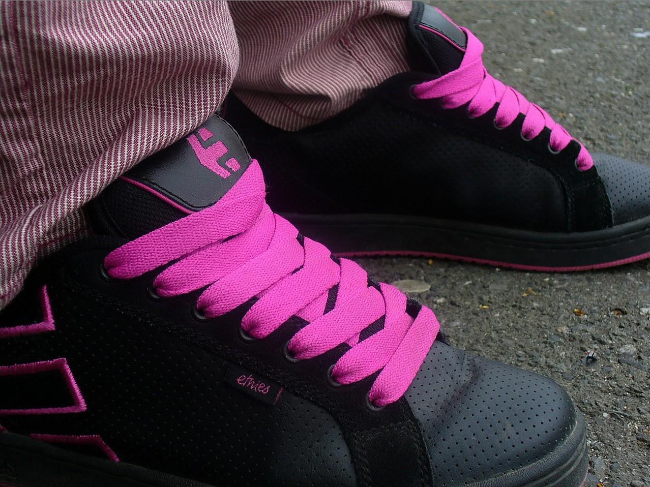 Sfondi : bianca, nero, rosso, viola, scarpe da ginnastica