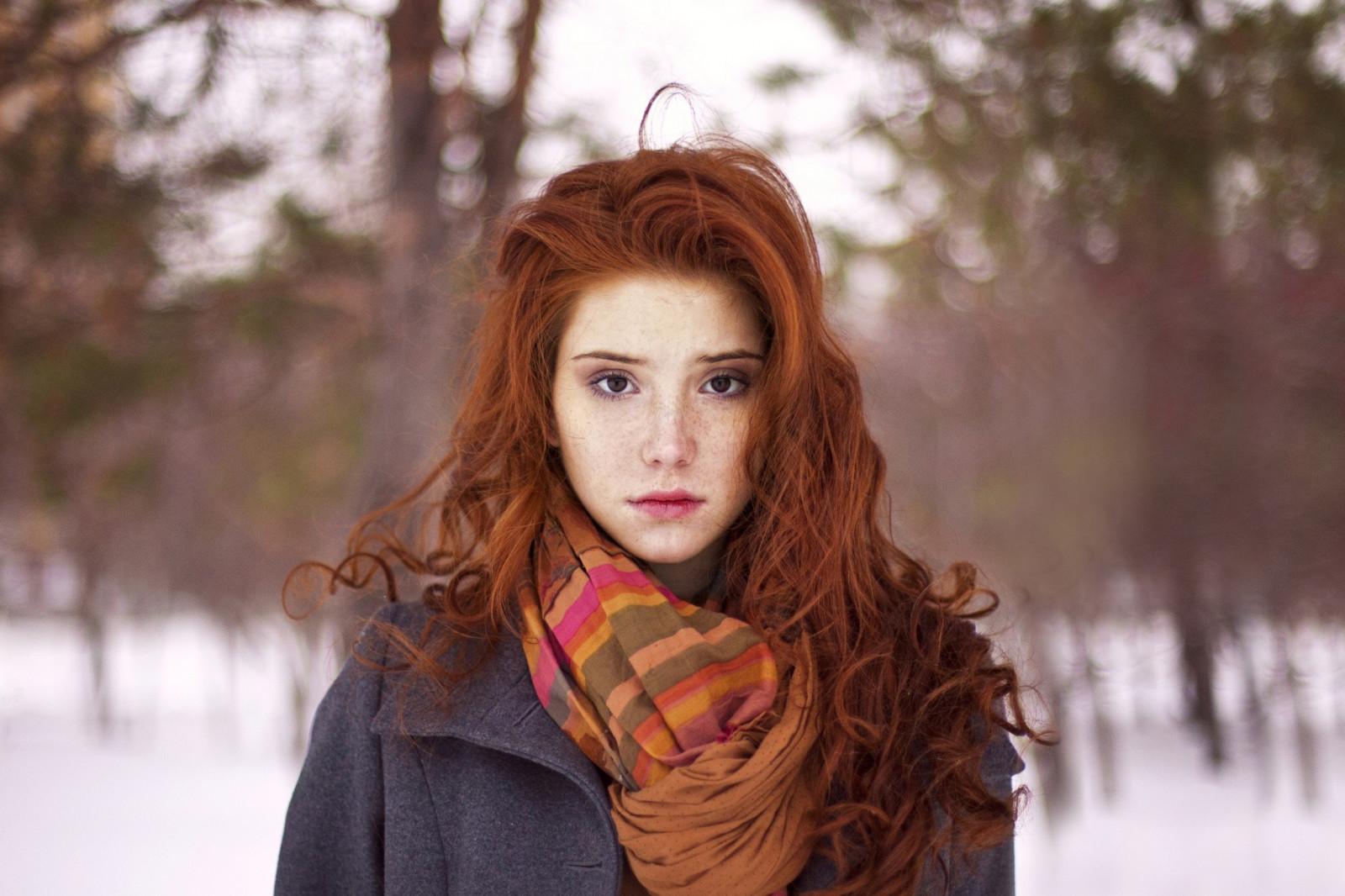 Рыжая высокая девушка фото