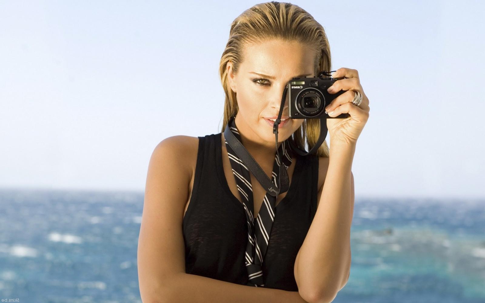 субботу блондинка с фотографом поел мне позвонила
