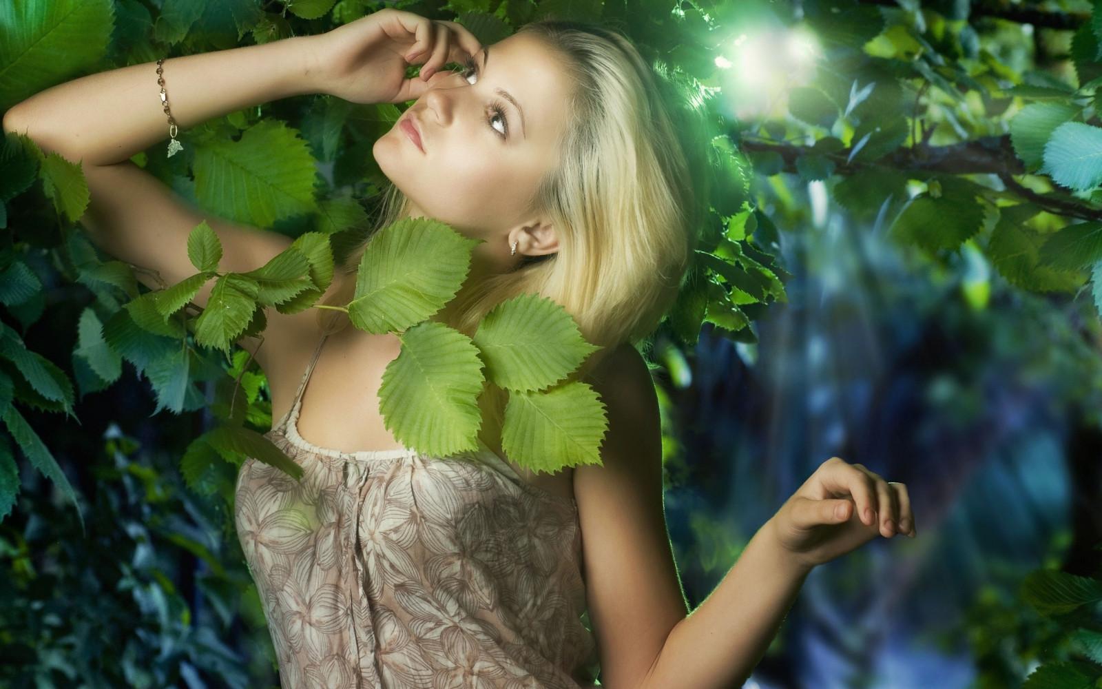 которые блондинки в джунглях фото