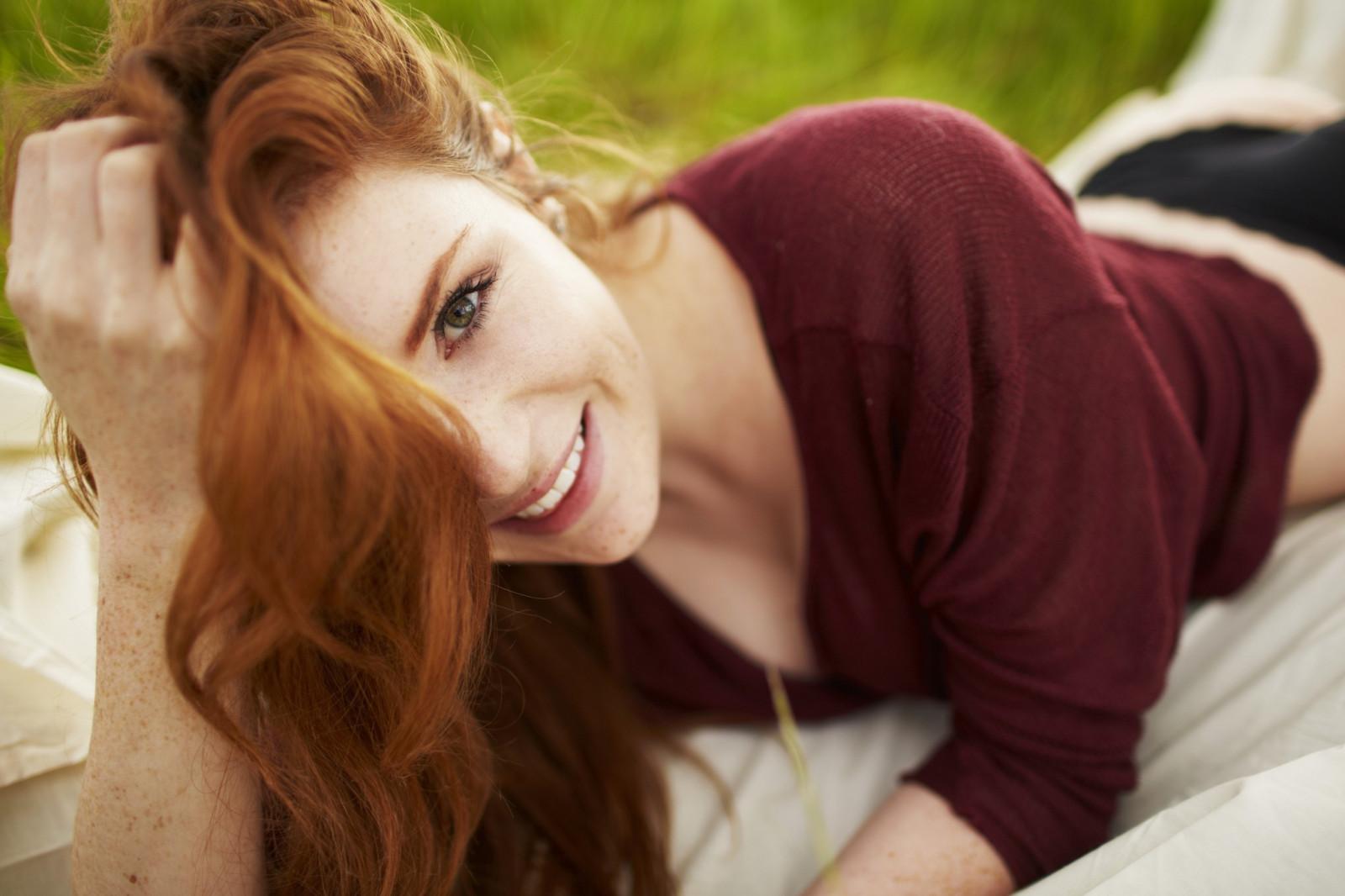 без оригинального красивые фотографии девушек рыжие кобылка присела