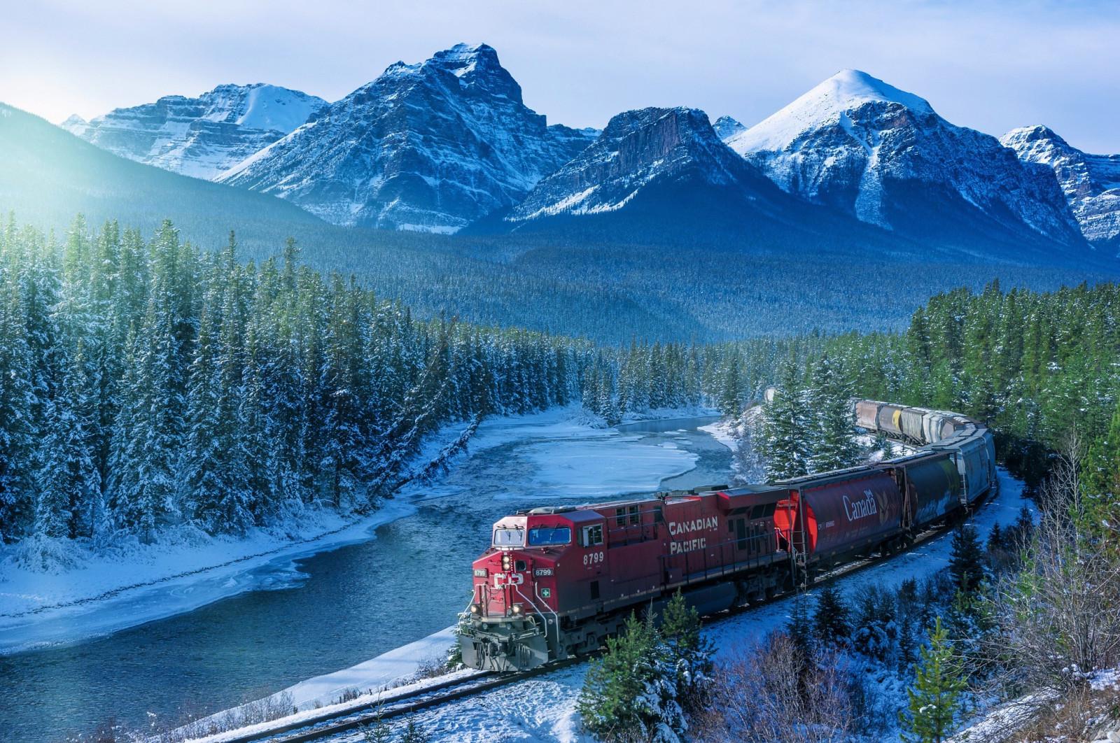 Wallpaper Pemandangan Hutan Salju Musim Dingin Kendaraan