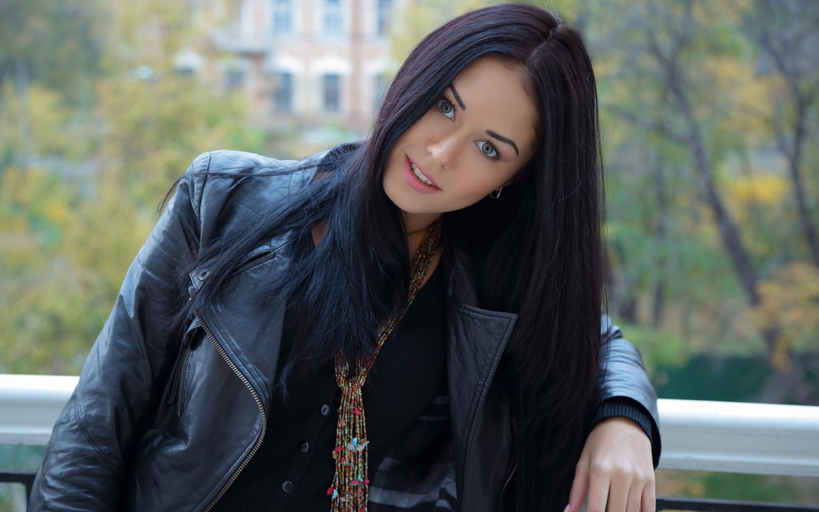 смотреть фото самых красивых девушек брюнеток нерусских девочка