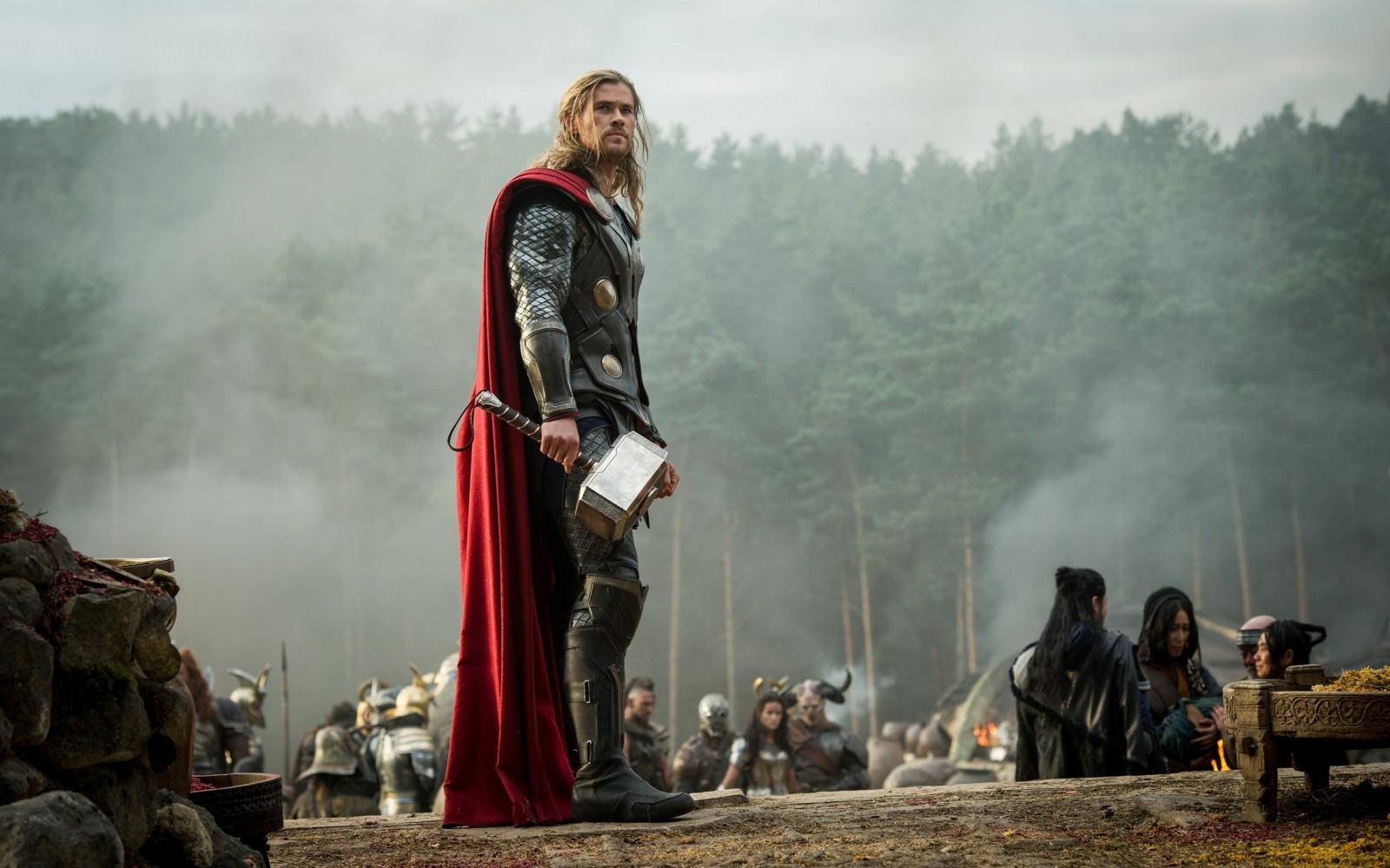 Thor foto di scena Thor 2 Il Dark World Mjolnir Chris Hemsworth immagine dello schermo 2560x1600 px