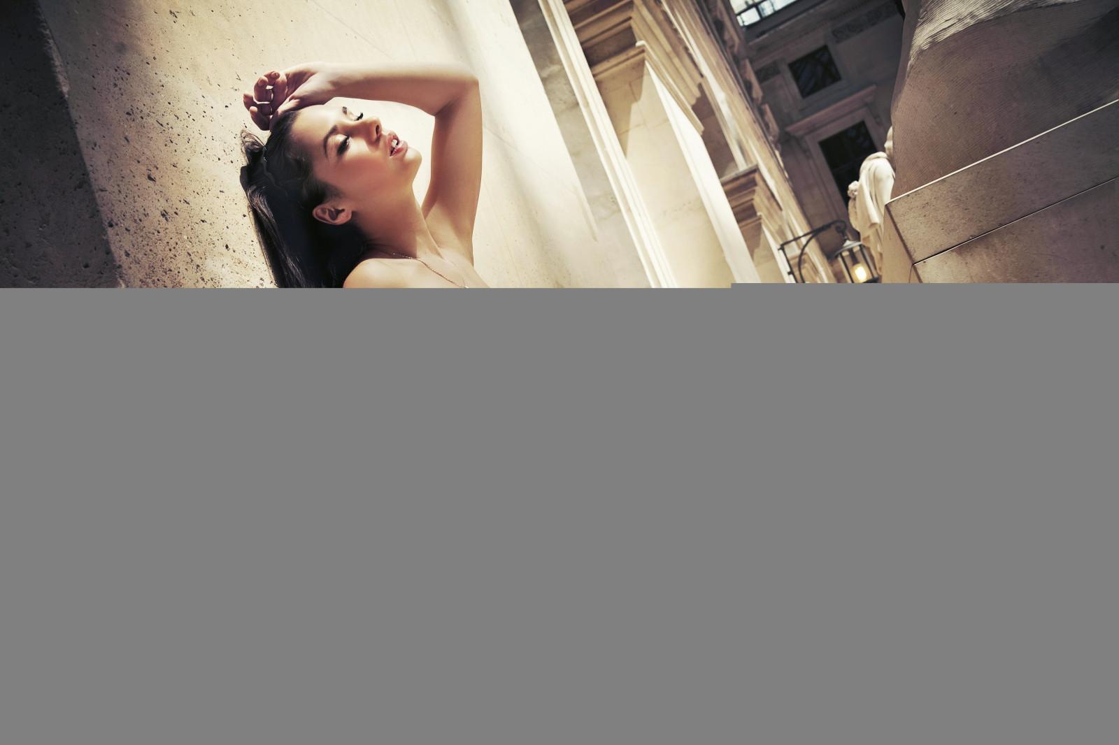 Frau Modell  Kleid Säule Innenarchitektur Licht Farbe Beleuchtung Wände  Fensterverkleidung 3600x2400 Px