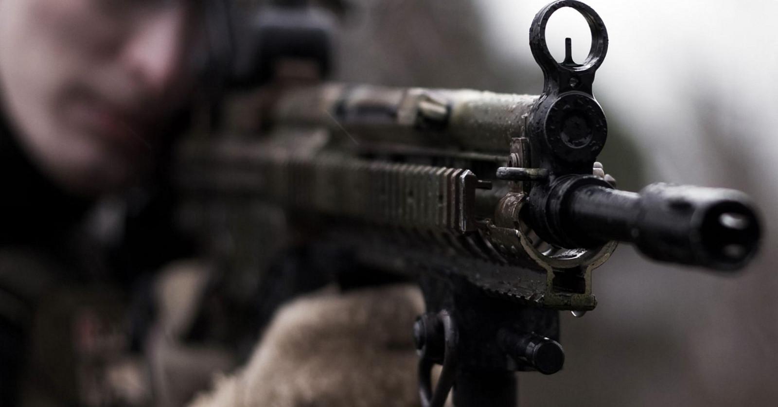 Hintergrundbilder Gewehr Waffe Soldat Bokeh Schütze