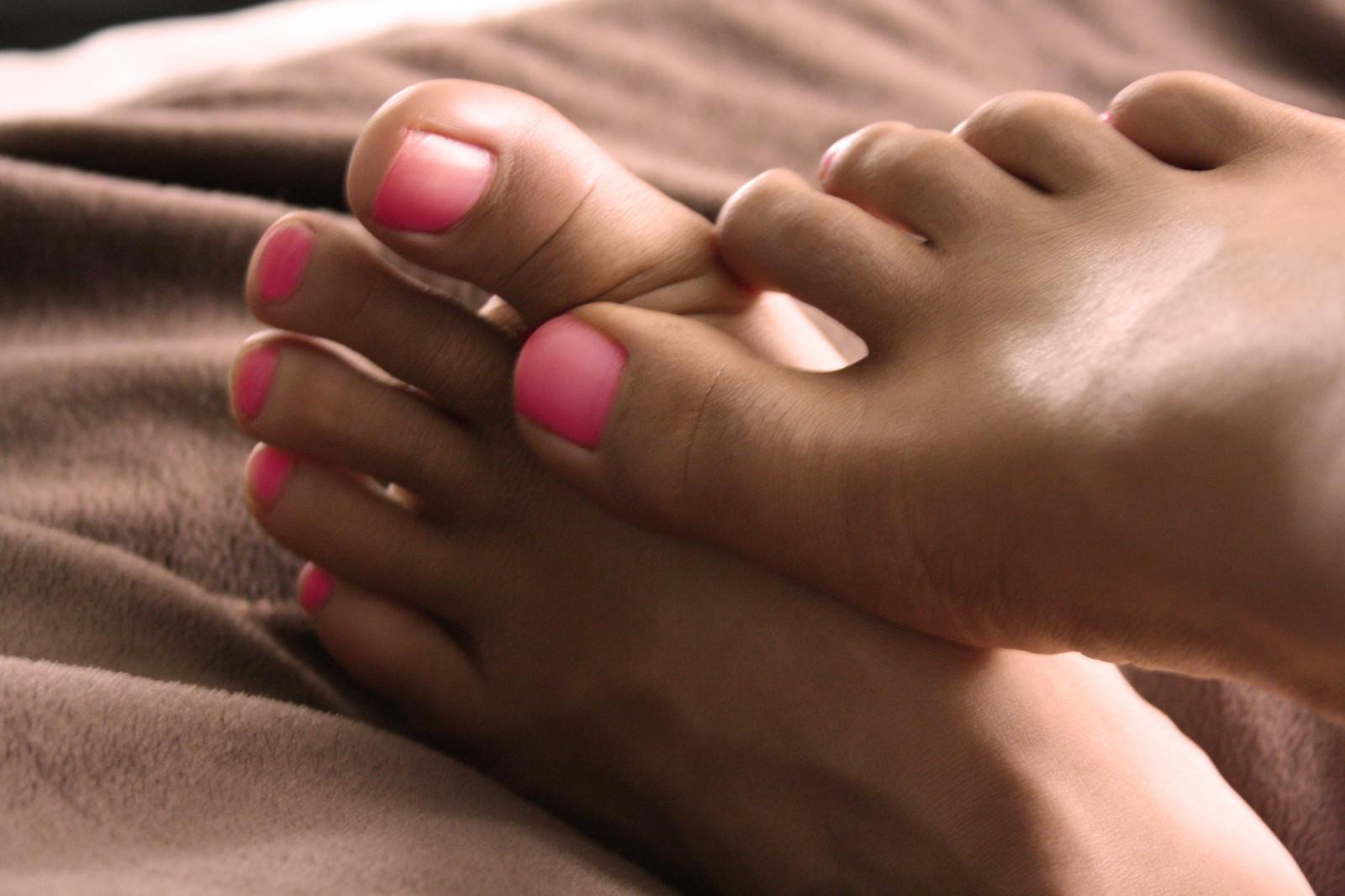 Очень много фото возбуждающие пальчики ног с кольцами