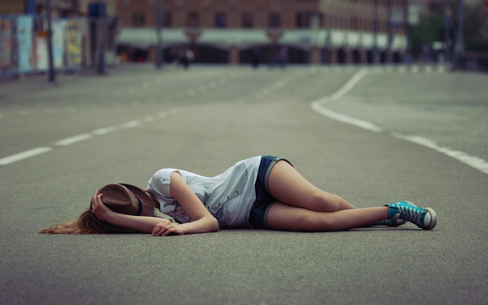 Опасна мода: Деца лягат през нощта на пътя заради онлайн предизвикателство