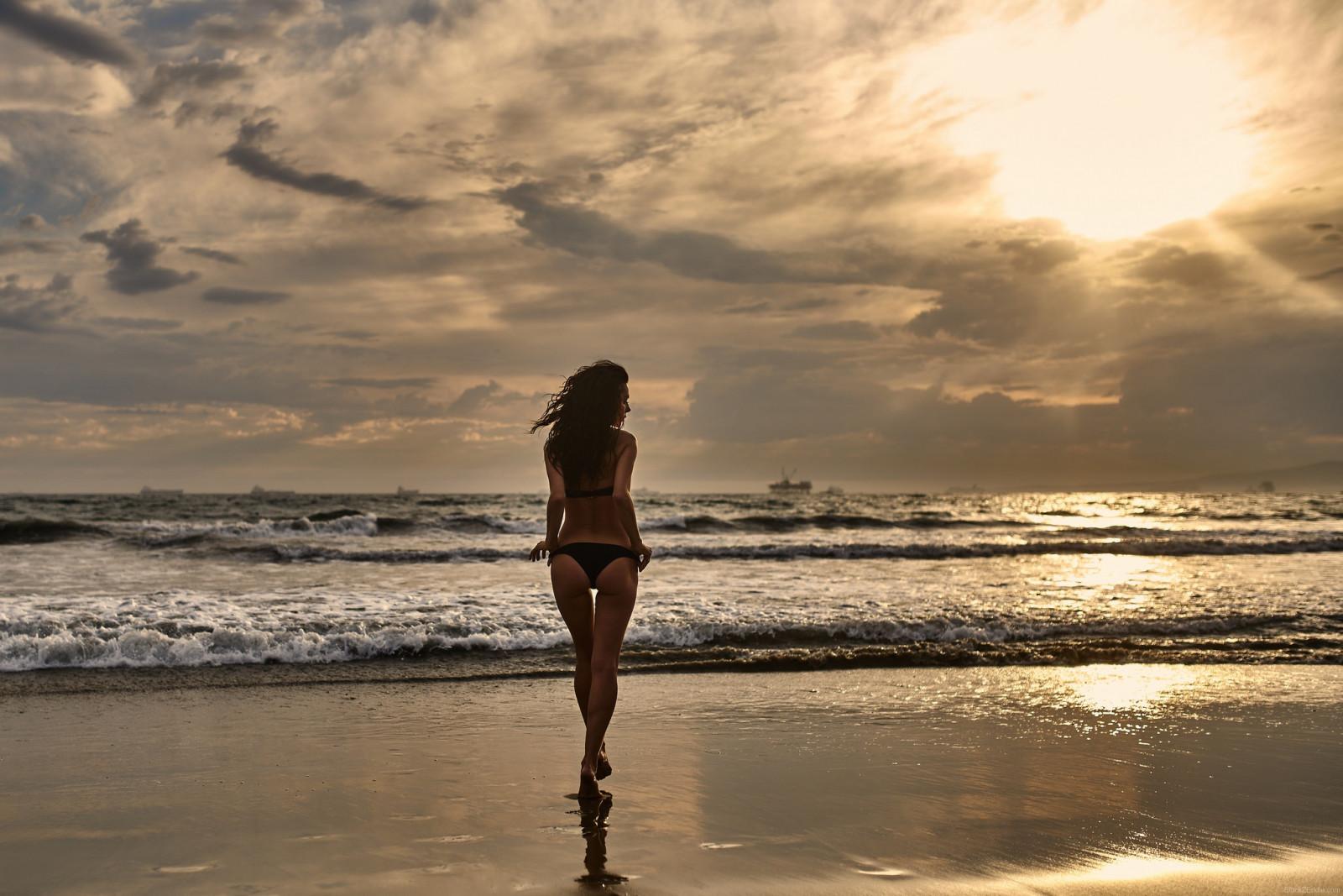 женщины на пляже с солнцем ночью любительские фото проблемы