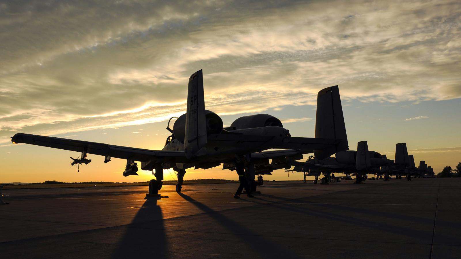 Fairchild_A_10_Thunderbolt_II_sunset_air
