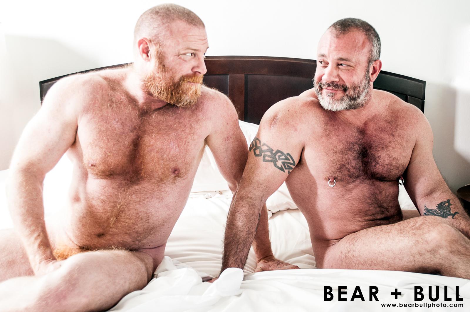 Wallpaper : portrait, bed, muscles, couple, bears, beards ...