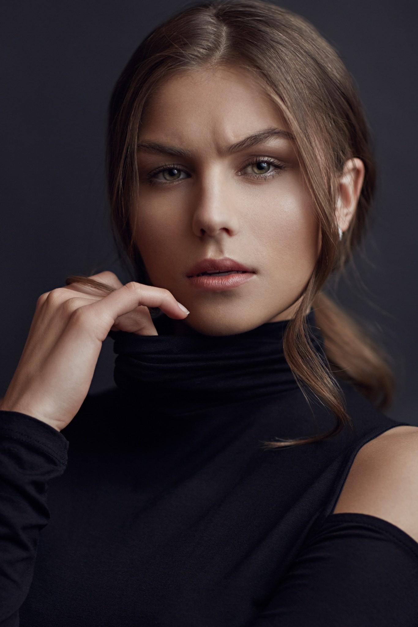 Wallpaper : face, women, model, eyes, long hair, portrait