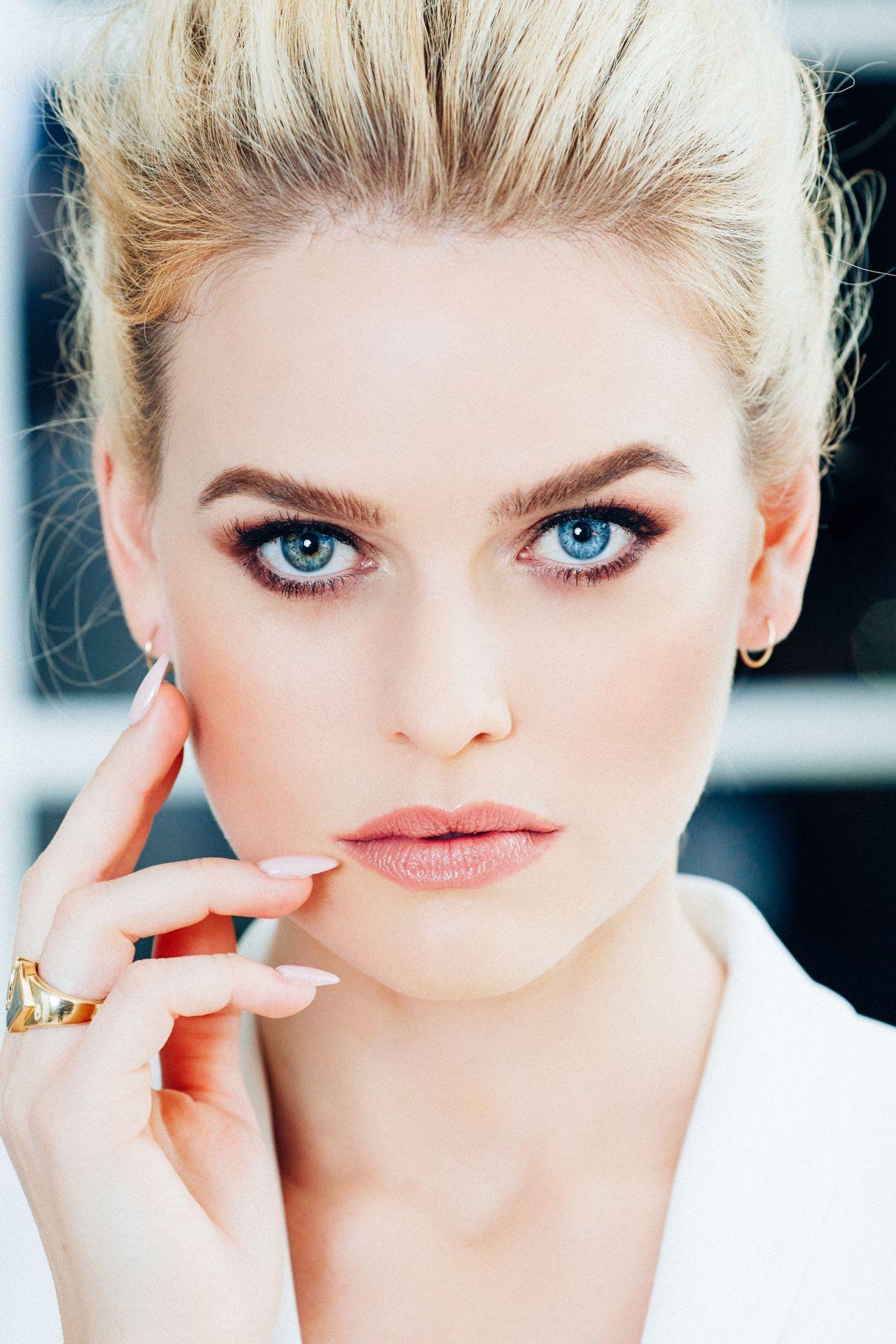 Lippenstift braune augen blonde haare