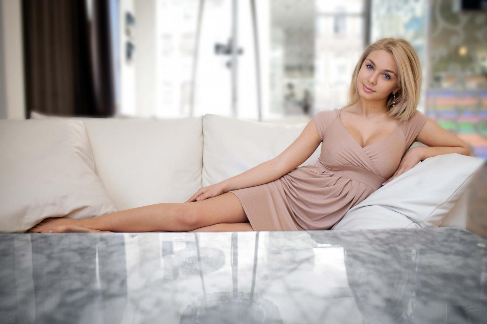 Невесты голубоглазые блондинки ножки домашнее