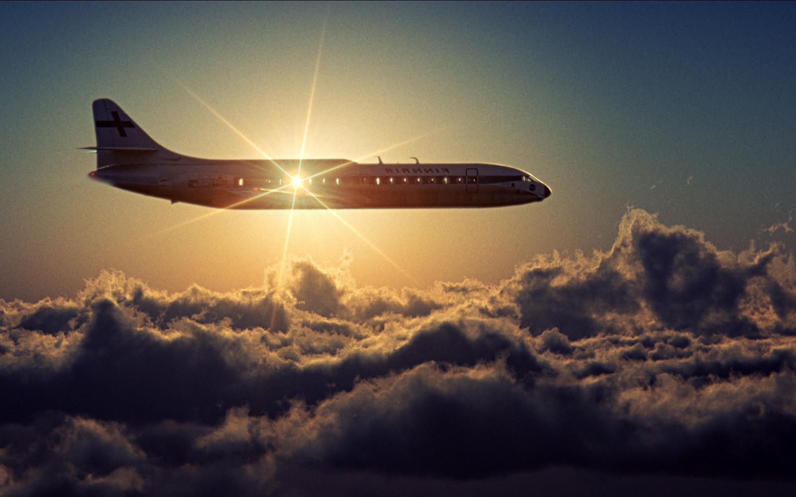 Летящий самолет во сне предвещает получение известий.