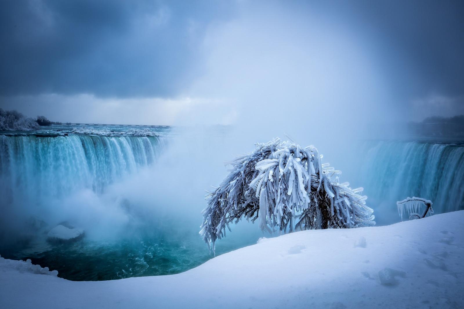 обои для рабочего стола зима водопады № 467070 загрузить
