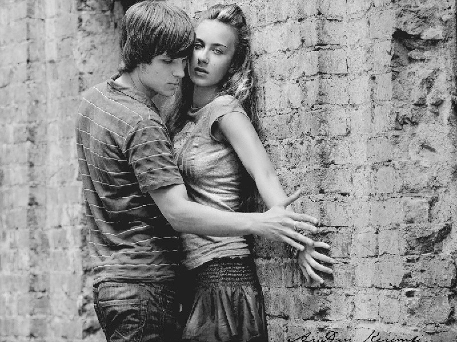 Поцелуи у стены картинки
