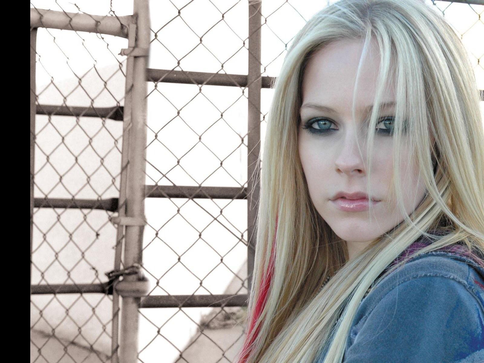 Avril girlfriend japan, cam upskirt voyeur