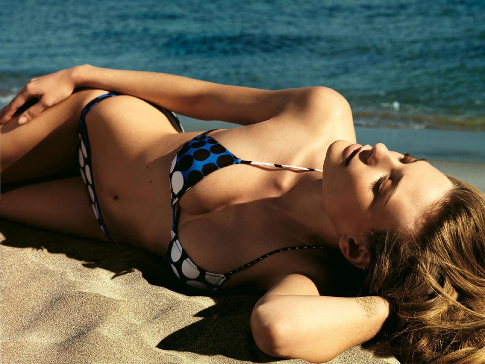 hot-bikini-girls-wallpaper