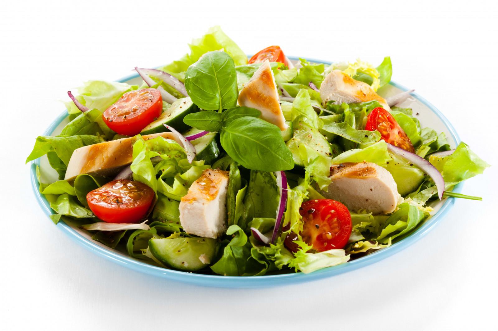Чем салат цезарь отличается от греческого