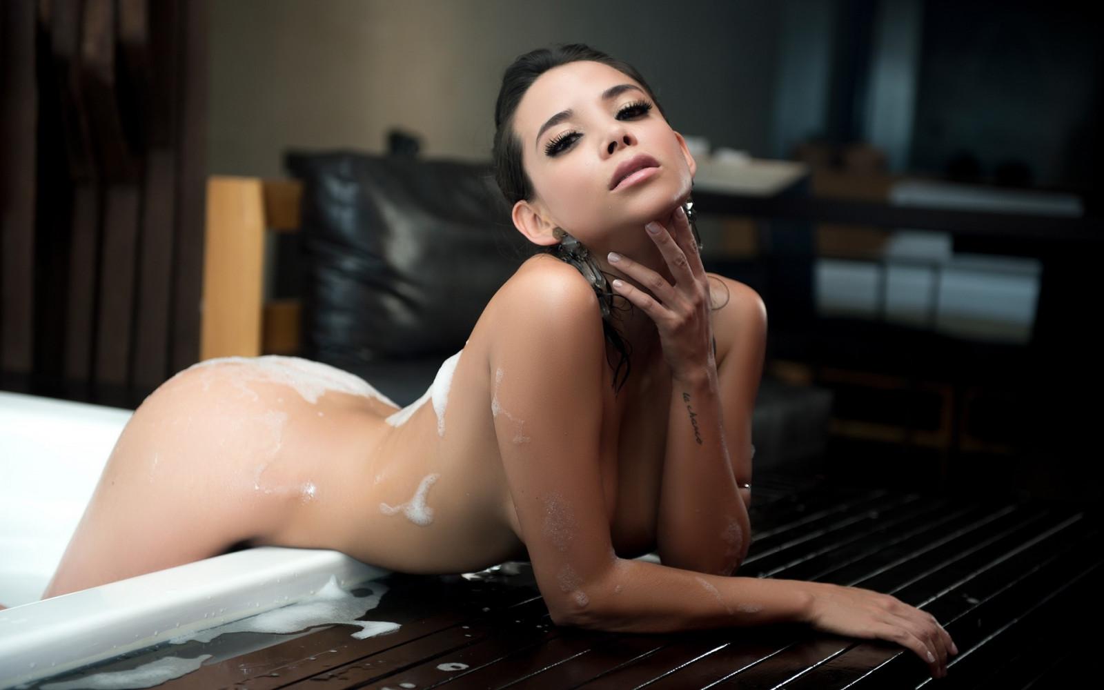 playboy-bath-nude