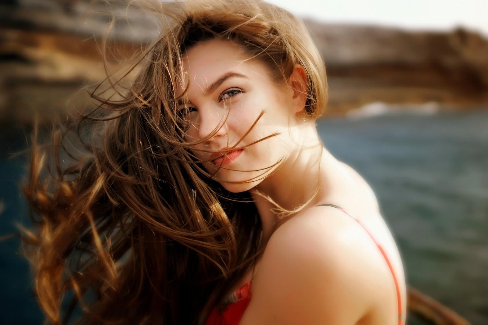 Sfondi : brunetta, capelli lunghi, occhi fumosi, viso