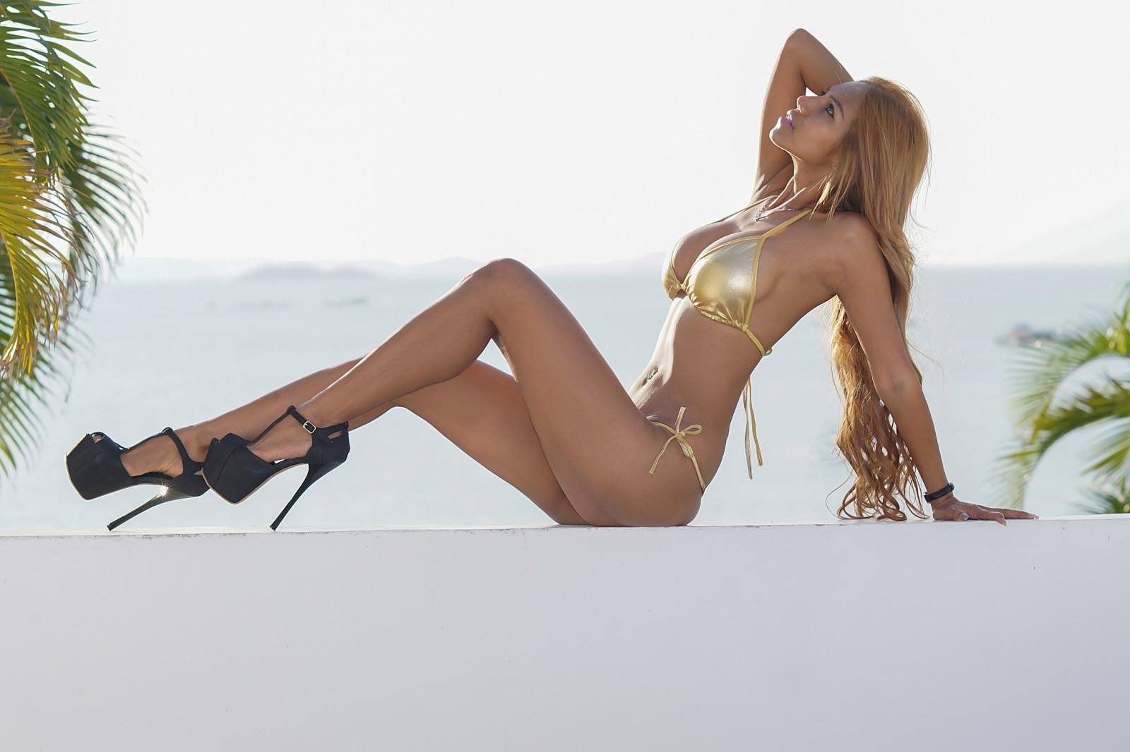 black-woman-girls-in-bikinis-and-high-heels-porn-sex